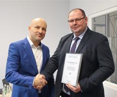 Oddział_Kaczmarek_Electric_w_Toriniu_otrzymał_certyfikat_APTH