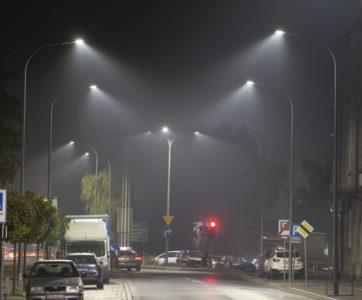 słupy i oprawy oświetleniowe