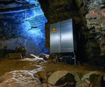 szafa sterownicza Rittal w jaskini